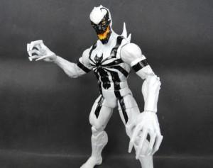 Marvel-Legends-2015-Anti-Venom-Figure-Close-Up-e1421270132204-640x506